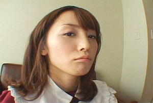 ツンとした表情も麗しい七咲楓花さんの画像