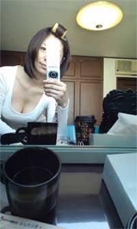 自ら写メを撮る翔田千里さんの画像。胸の谷間がたまりません